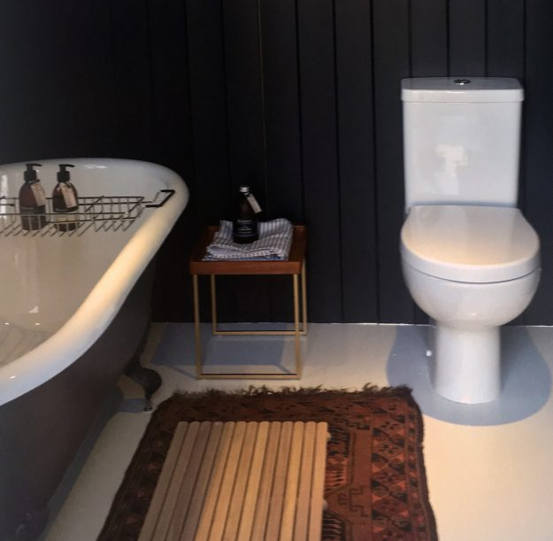 Scottish holiday cottages homes accommodation bathroom two dark bath toilet