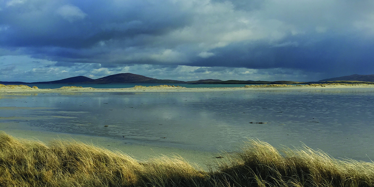 Tigharry Schoolhouse self catering accommodation carousel 12 dune backed sands Triagh Ear, Grenitote, North Uist