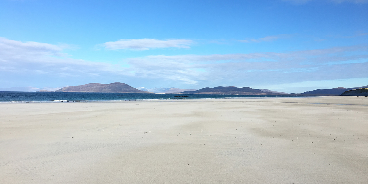igharry-schoolhouse-north-uist-self-catering-accommodation-west-beach-berneray-winter
