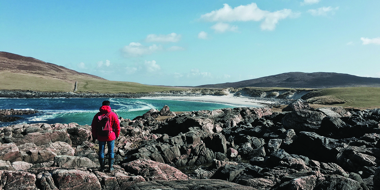 tigharry-schoolhouse-north-uist-self-catering-accommodation-view-scolpaig-rocks