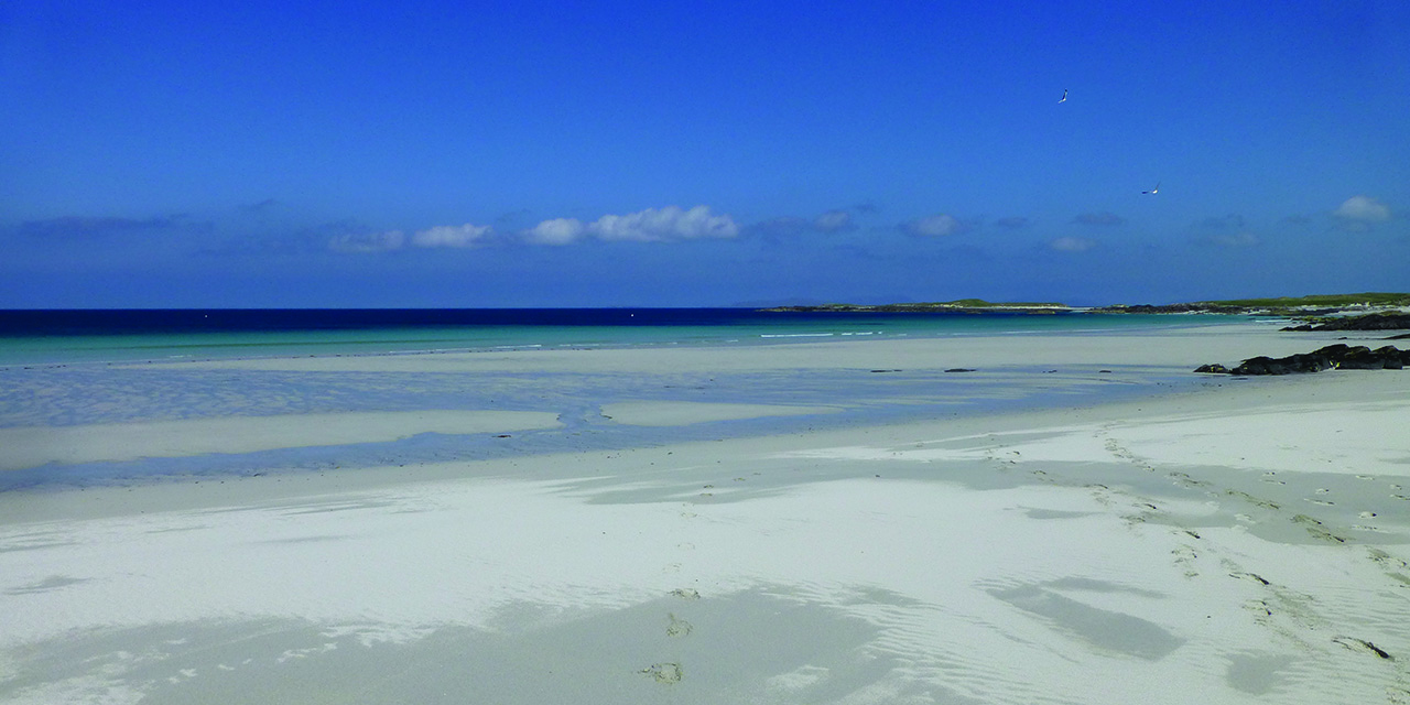 tigharry-schoolhouse-north-uist-self-catering-accommodation-view-vallay-beach-2